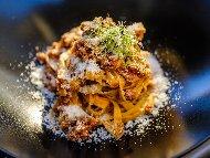 Фетучини паста (или спагети) с кайма, лук, морков, целина, домати, бяло вино и сирене пармезан